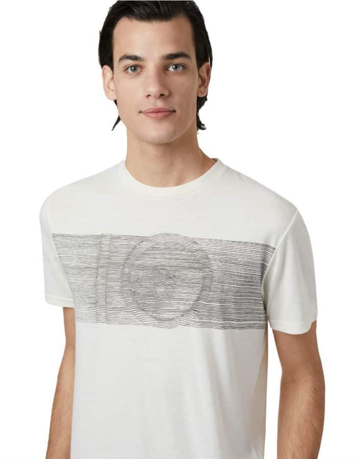 Topographic férfi póló szemből modellen TenTree