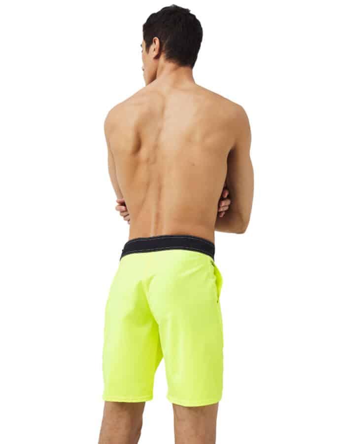 Solid Freak 2 férfi boardshort modellen hátulról sárga színben