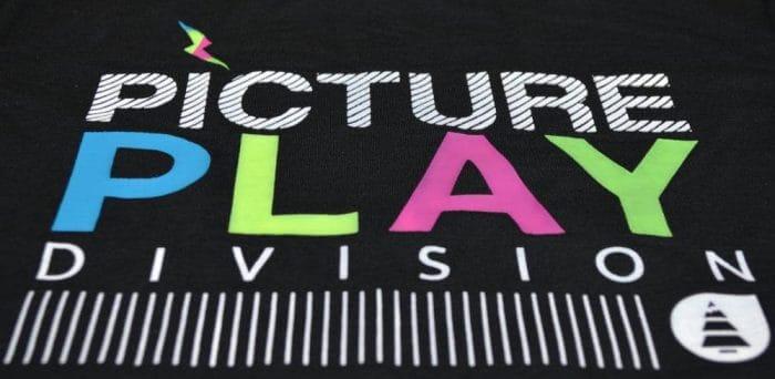 Basic Play póló style