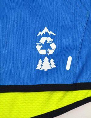Flying kék síkabát közeli Recycled logó