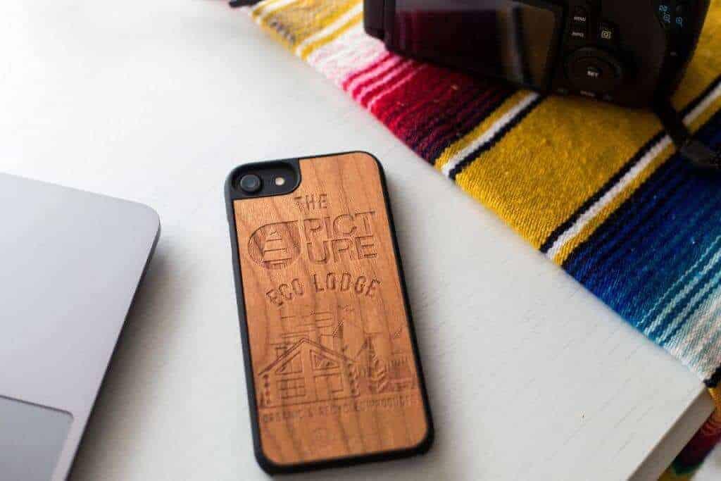 Woodstache x Picture fa iPhone 7-8 tok Eco-Lodge lifestyle